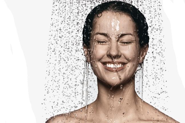 douchende-vrouw
